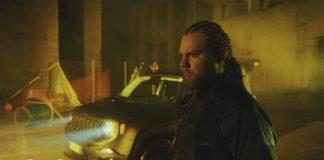 """Questa é l'era del fittizio. """"Buio Omega"""" é il nuovo video di Nitro"""