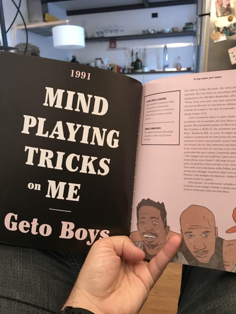 """Il nostro Prof sfoglia il libro """"Il Rap Anno per Anno"""" partendo dall'anno che lui ha iniziato a seguire questa roba"""