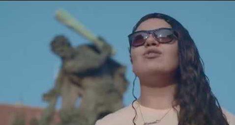 Menna Elsayed, il video d'esordio